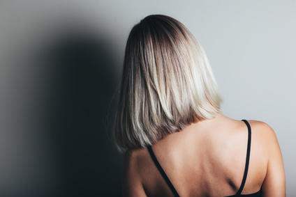Coloration cheveux tendance de l 39 hiver 2018 - Blond polaire meche ...