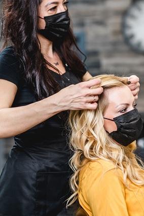 miroir-coiffure-coiffeuse-cliente-viadom