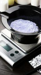 Coiffure à domicile: doser et peser ses produits, indispensable pour une coloration réussie!