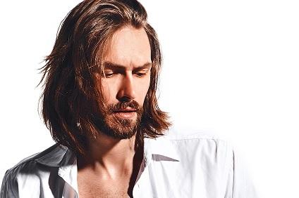 cheveux-mi-longs-homme-2020