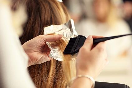 étudier la coiffure en CAP -pratique coloration - Viadom
