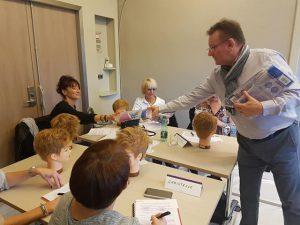 Christian Lehr auprès de coiffeuses Viadom - Viadom Professionnel