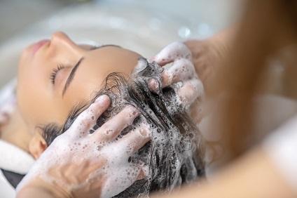 bac-coiffure-a-domicile-shampoing-viadom